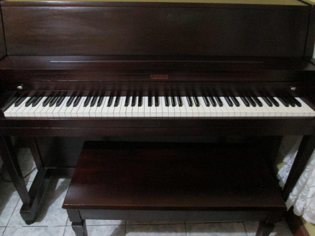 Piano vertical studio janssen restaurado a la venta for Casa piano diviso