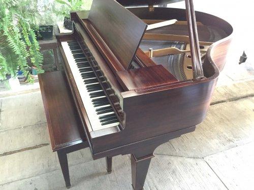 Kimball miniature grand piano a la venta en Casa de Pianos