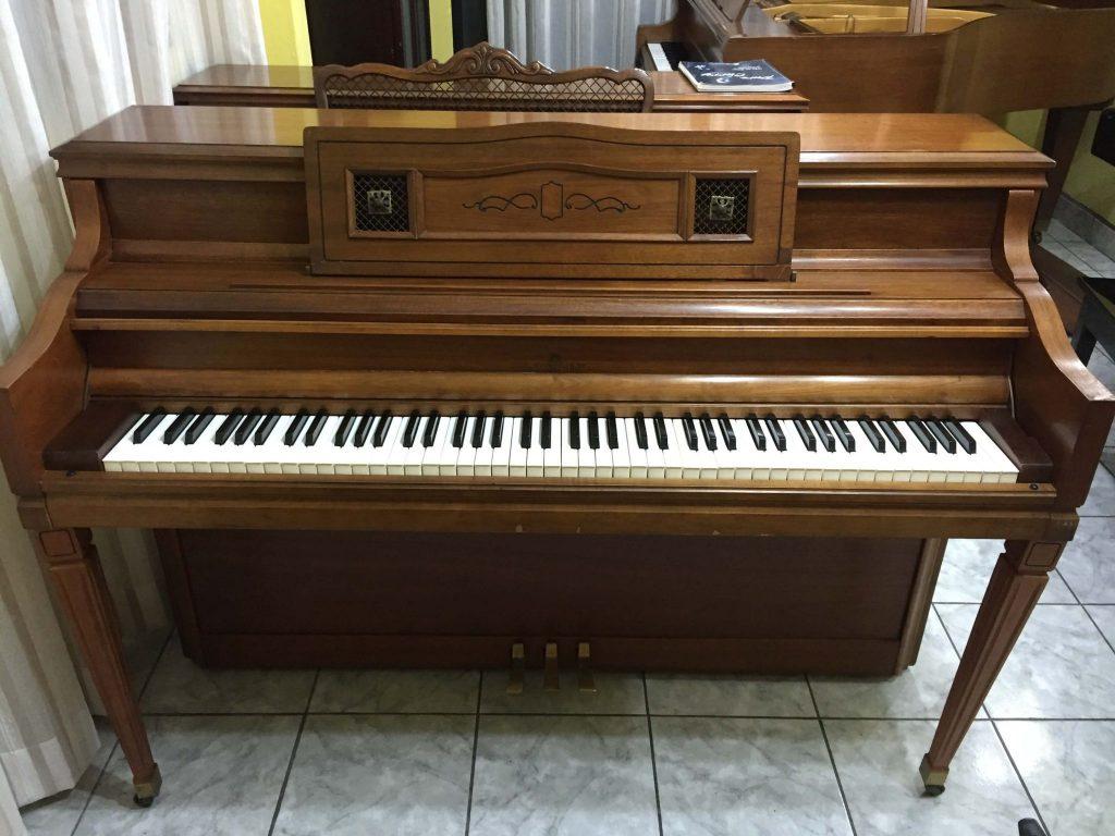 Piano lowrey consola casa de pianos guatemala for Casa piano cotizacion