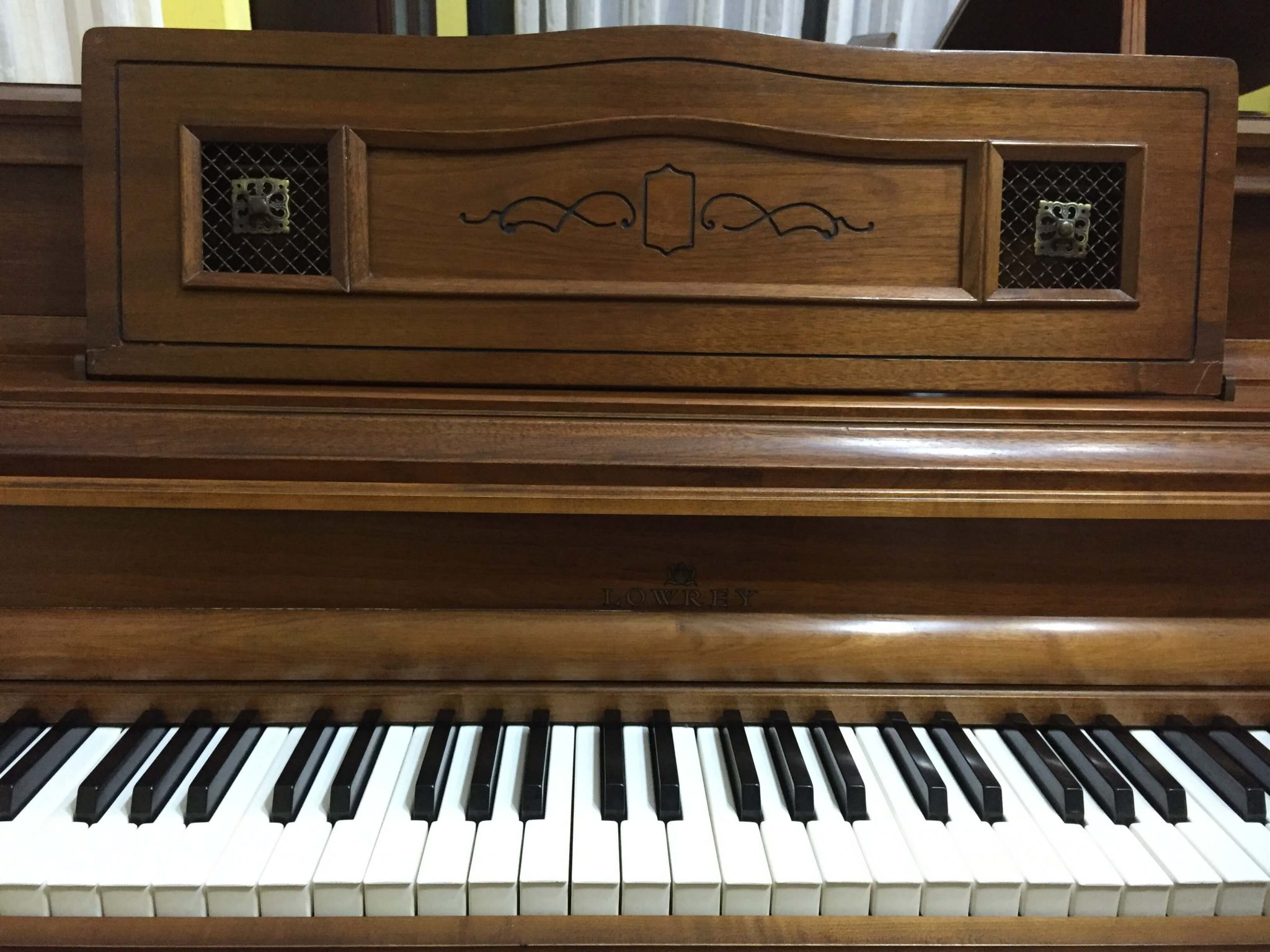 piano lowrey consola casa de pianos guatemala