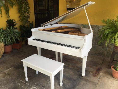 Bradbury piano de cola blanco