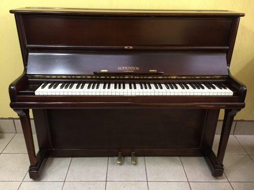 ¡Un tono cálido maravilloso en este piano Hopkinson y unos bajos potentes que te enamorarán! Este piano Hopkinson ha tenido poco uso desde que fue construido alrededor de 1938, y ha sido bien cuidado, estaba casi limpio cuando lo desempacamos. Es una opción absolutamente ideal para pianistas intermedios que buscan avanzar sus habilidades a un nivel más alto.