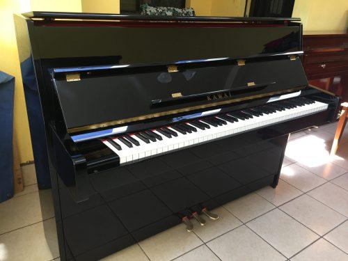 Tenemos a la venta este brillante y mundialmente conocido Kawai K-15E. Es un piano muy versátil, rápido y de excelente acción ideal para una sala grande o un lugar amplio y con una linda presentación brillante glossy vidrioso que se mira muy moderna y atractiva. El precio en las tiendas de música en Guatemala por este piano es de Q55,000 (nuevo), pero puedes llevarte este que está en prístinas condiciones (como nuevo) por una inversión mucho más cómoda, con facilidades de pago y hasta VisaCuotas/CrediCuotas sin intereses! Incluyendo una afinación, transporte y su respectivo banquito.