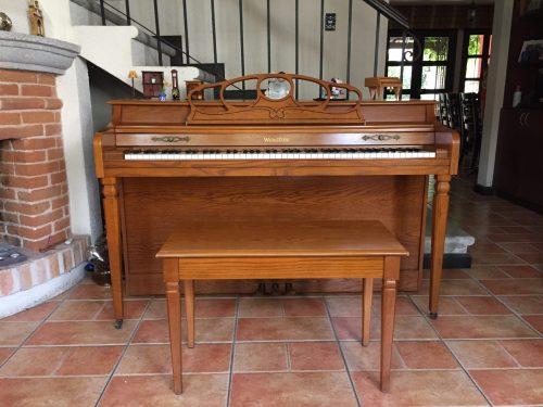 Ponemos a tu disponibilidad este elegante piano marca Wurlitzer que se encuentra en estado de