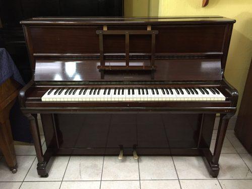 Ahora tienes la oportunidad de adquirir este piano Hopkinson fabricado alrededor de 1938, que hemos importado directo desde Inglaterra.