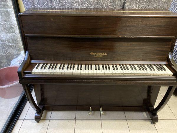 Ahora te ofrecemos este excelente piano de la reconocida marca inglesa CHAPPELL caoba oscuro y su maquinaria Schwander en excelente estado.